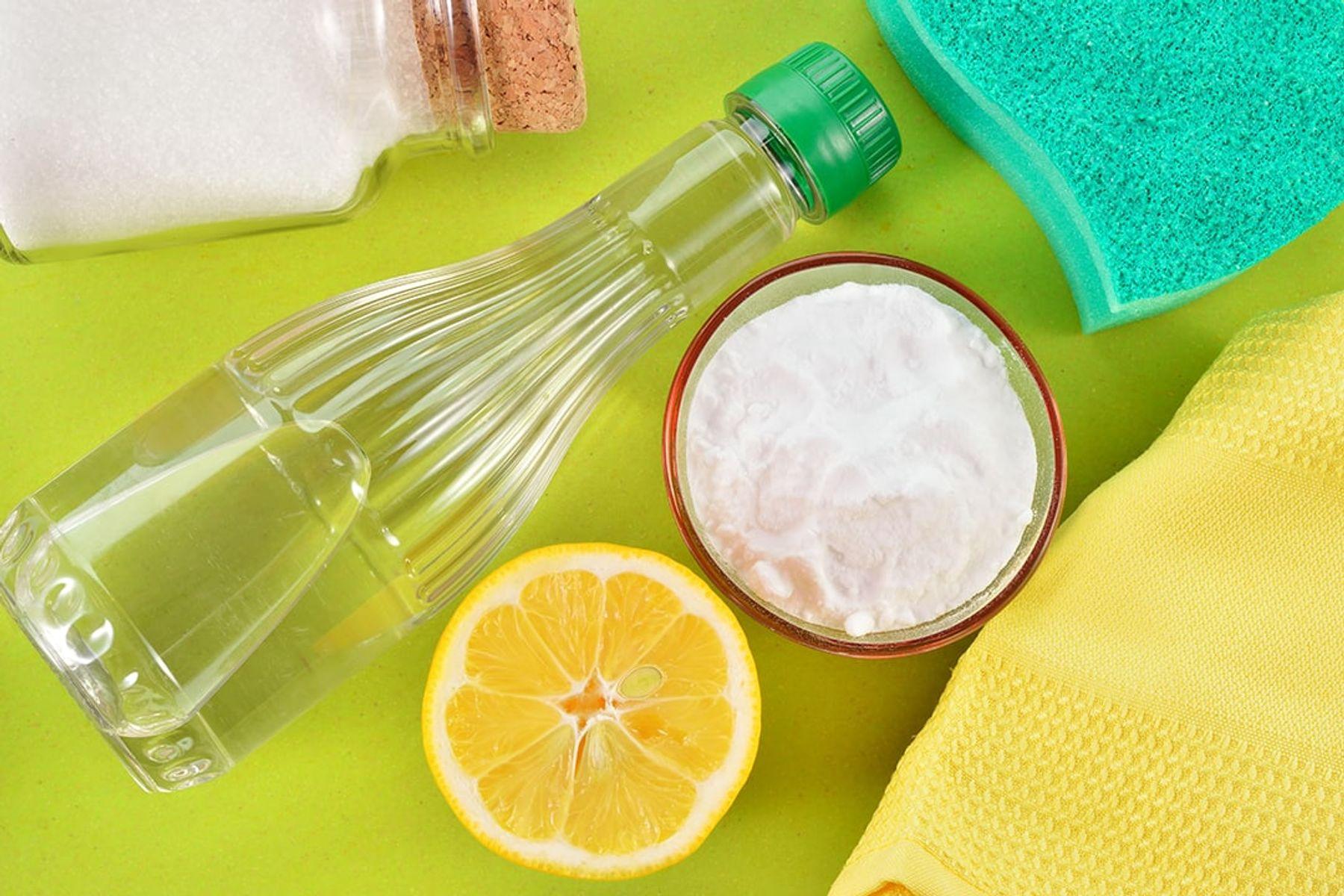 Çamaşır suyuna alternatif olarak klorsuz veya doğal temizlik ürünlerinden yardım alabilirsiniz.