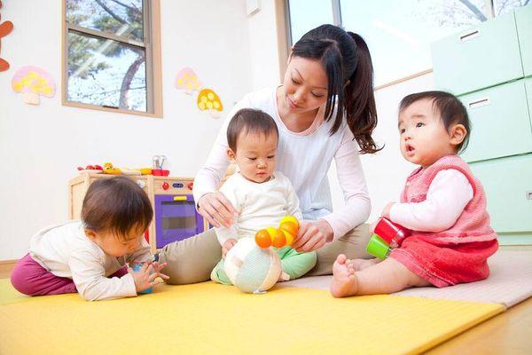 Ba mẹ nên lựa chọn máy khử trùng bình sữa loại nào tốt?