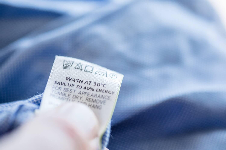 Làm sao để khử sạch mùi hôi và loại bỏ hoá chất trên quần áo mới mua
