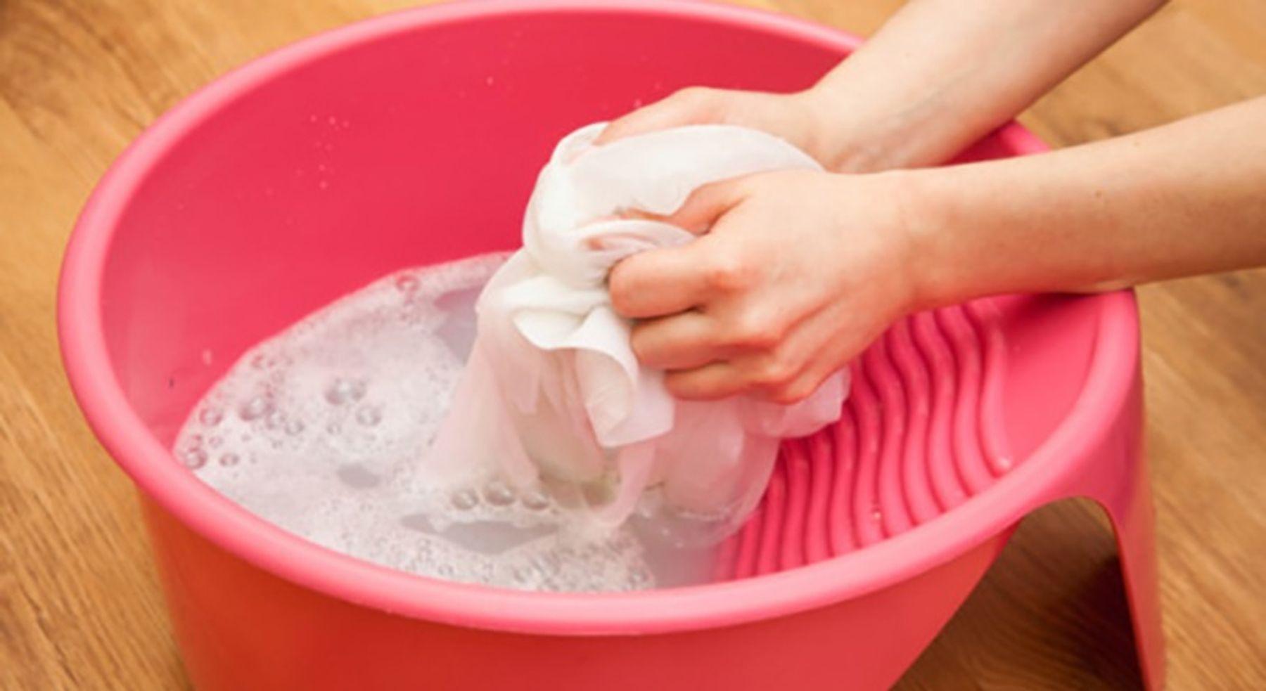 Cách giặt - bảo quản áo dài bằng tay