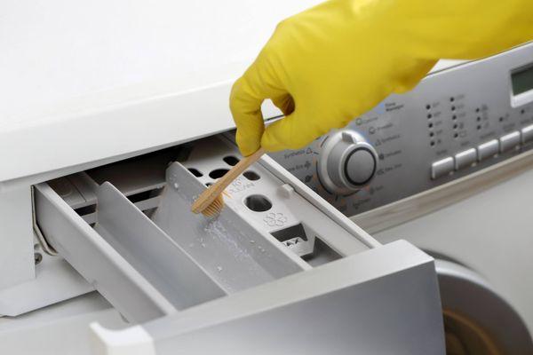 Hãy duy trì thói quen lau chùi bề mặt vật dụng sau dịch bệnh để bảo vệ sức khỏe!