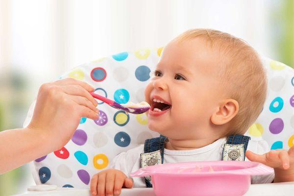 Hướng dẫn cách vệ sinh bát ăn dặm cho trẻ sơ sinh