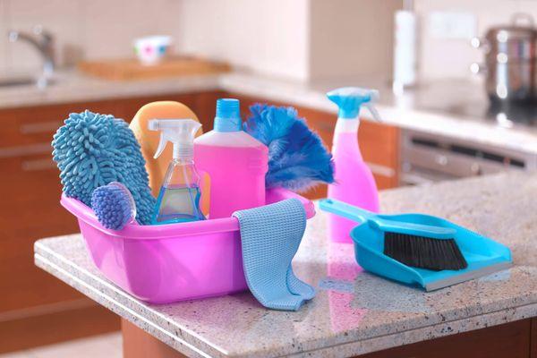 Frascos de produtos de limpeza