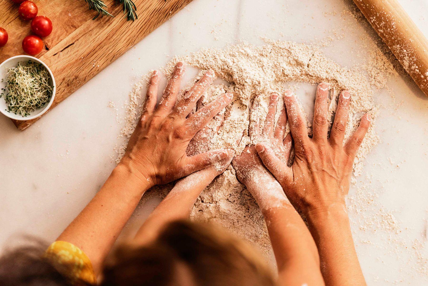 dạy trẻ giữ vệ sinh nhà bếp