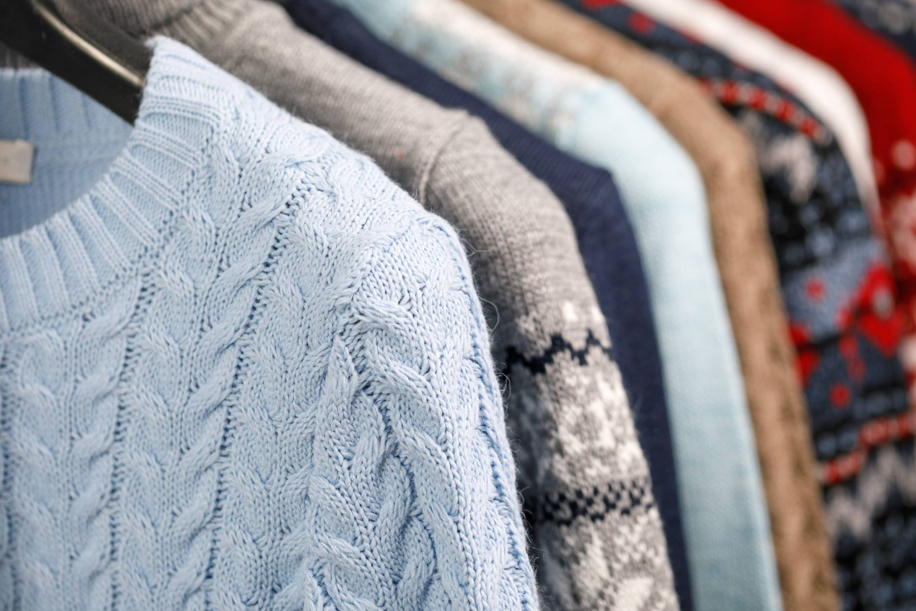 An Easy Method to Store Your Woollen Sweaters and Cardigans