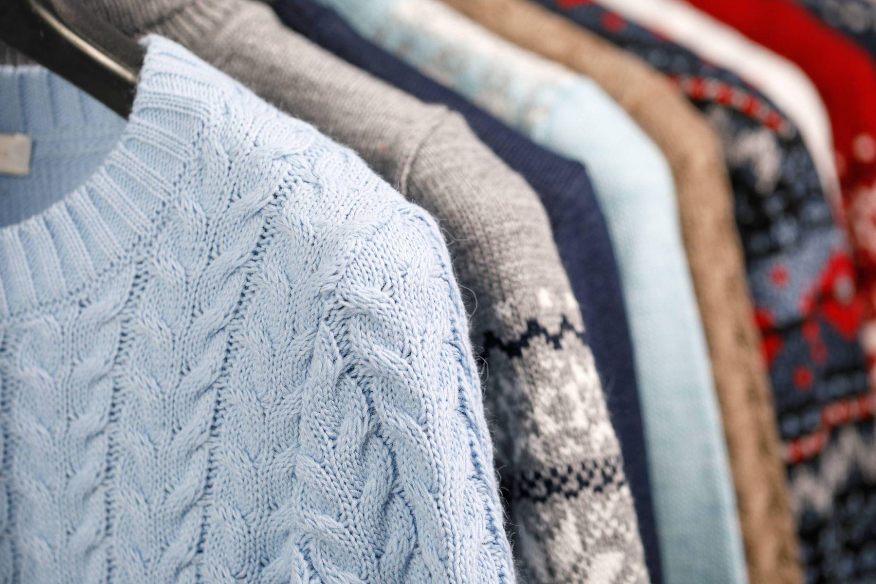 अपने पसंदीदा स्वेटर को कैसे संभालकर रखें | क्लीएनीपीडिया