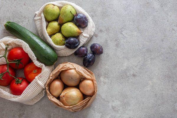 Mutfak Tezgahında Sebze ve Meyveler