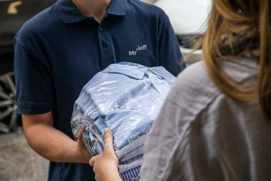 Mr Jeff - Dich vụ giặt khô giao nhận tại nhà ở Việt Nam.