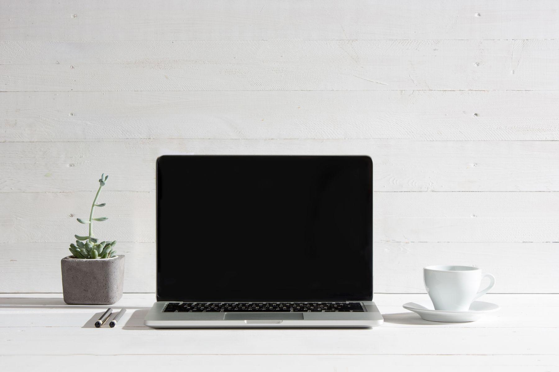Vệ sinh màn hình laptop