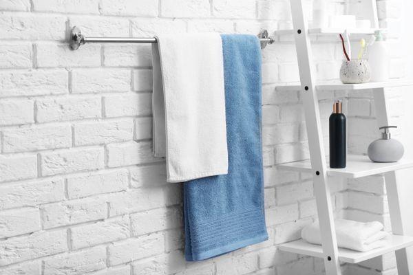 अपने तौलिए की खुजलाहट से कैसे छुटकारा पाएँ | क्लीएनीपीडिया