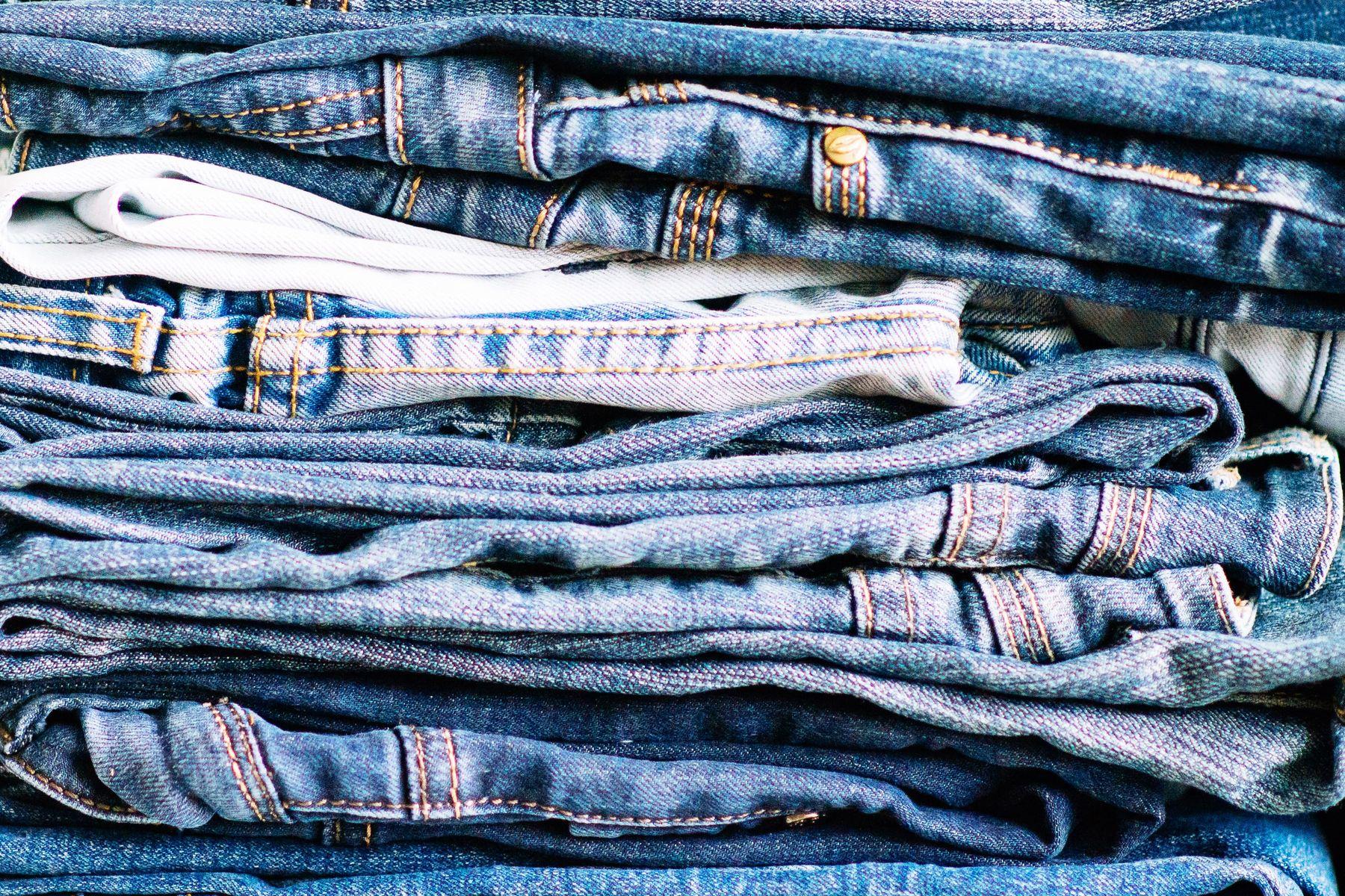 Mẹo giặt quần Jeans không bị phai màu