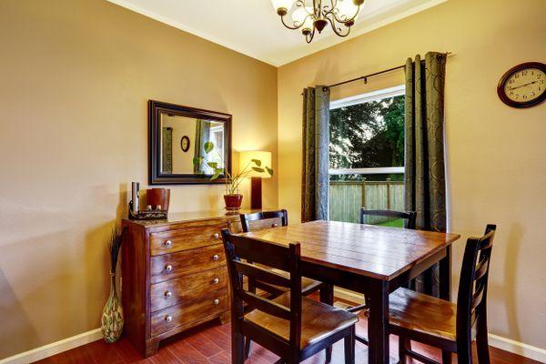 Quy trình vệ sinh bàn ghế gỗ phòng khách chuẩn chuyên gia