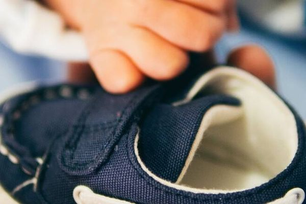 Giày thể thao bị mốc làm sao để tẩy sạch?