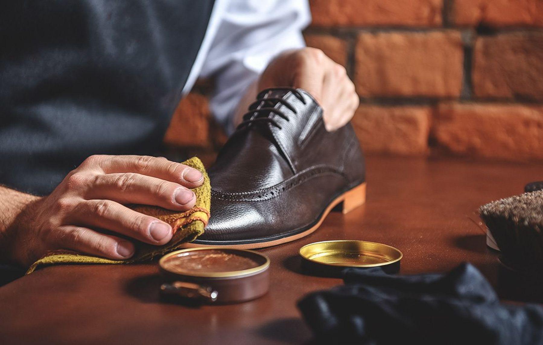 Đánh bóng giày
