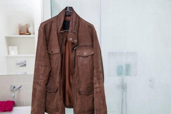 Jaket suede warna cokelat