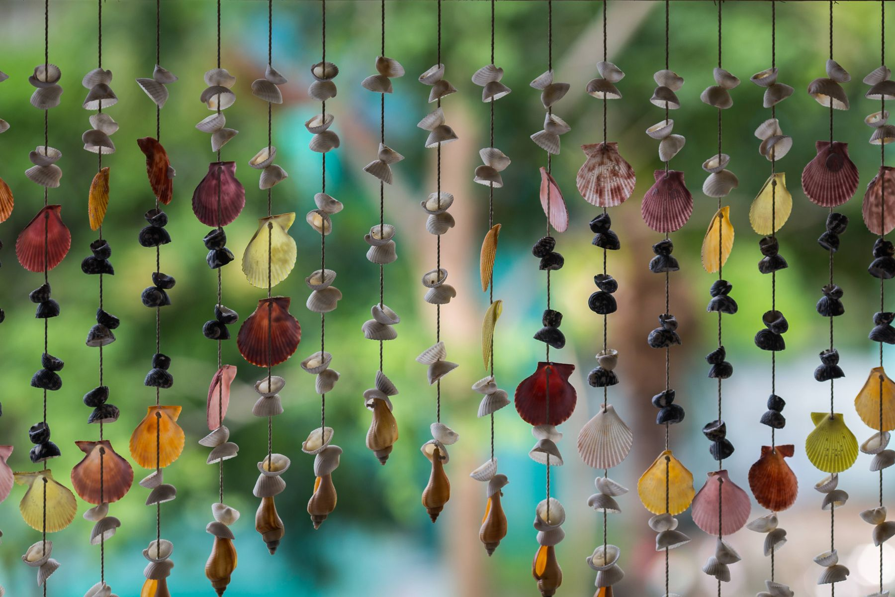 How to make wind chimes and other garden crafts for kids
