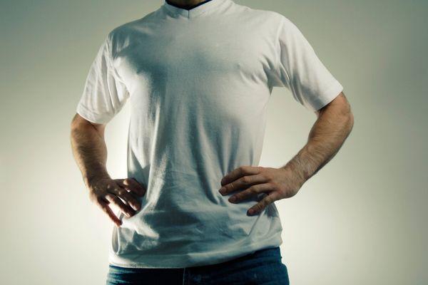 Vào ngày nắng nóng, bạn cần biết 4 cách chăm sóc áo trắng này để áo sạch sẽ, không ố vàng