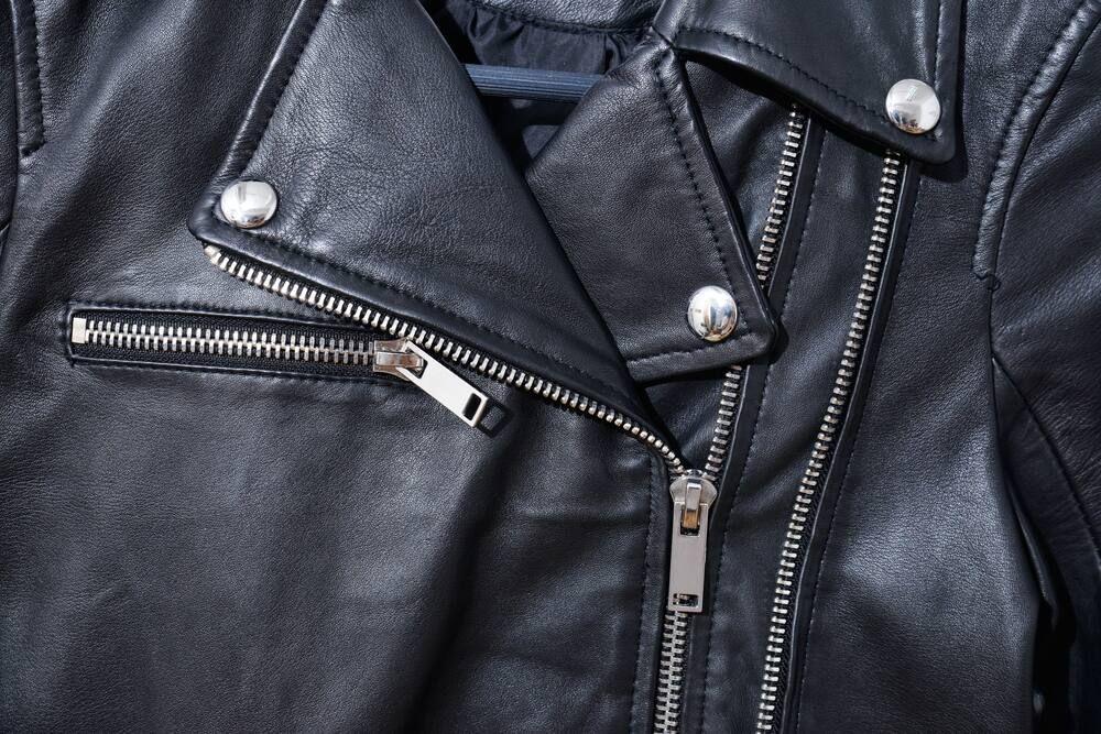 cách bảo quản áo da bằng tay