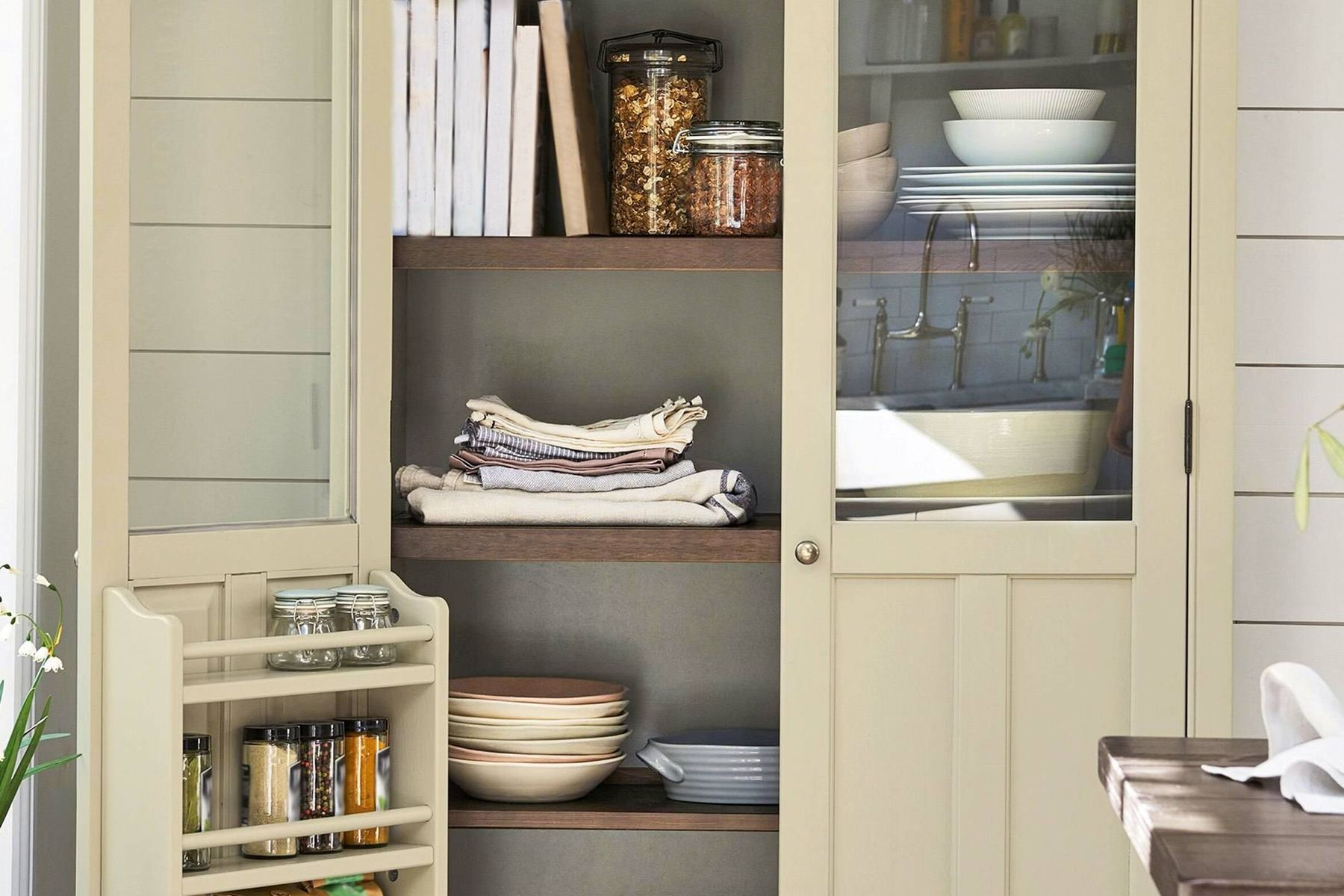 Try These 9 Easy Ways to De-clutter Your Home