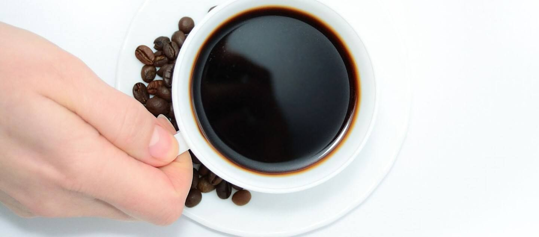 Cách hút ẩm tủ quần áo bằng bã cà phê