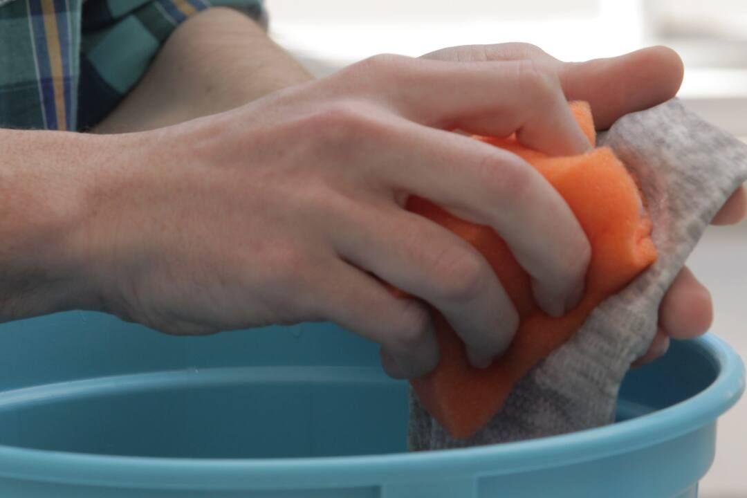 fırça yardımıyla kan lekesi çıkartmak