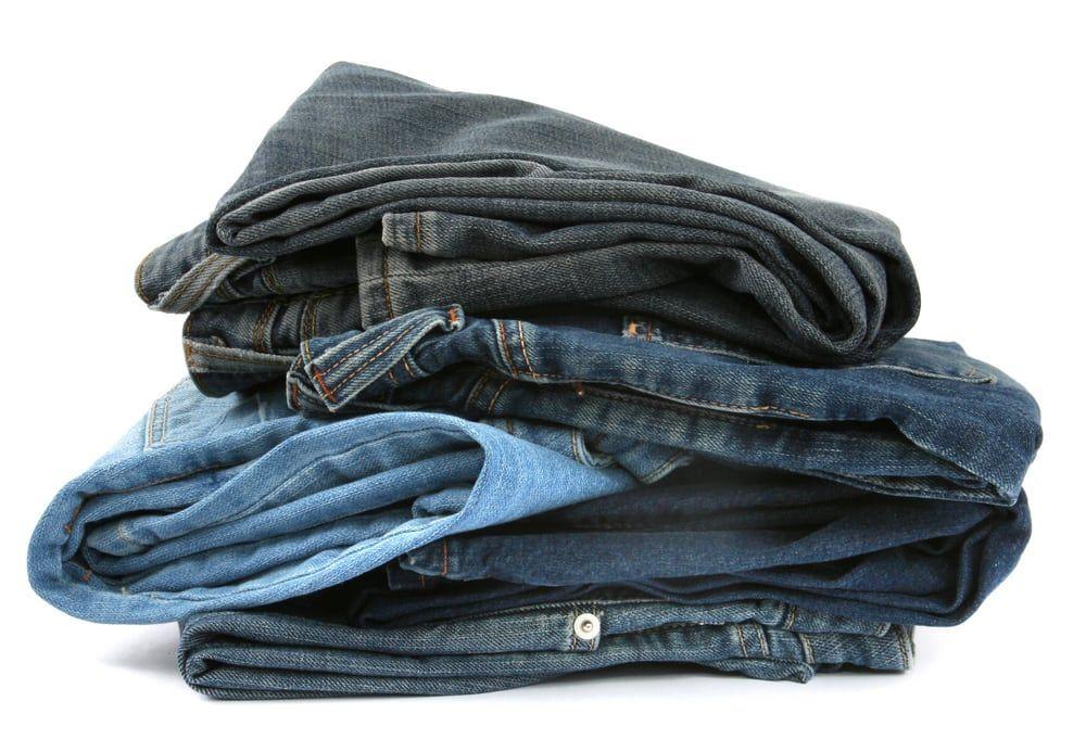 Bỏ quần jeans mới vào tủ lạnh có tác dụng gì?
