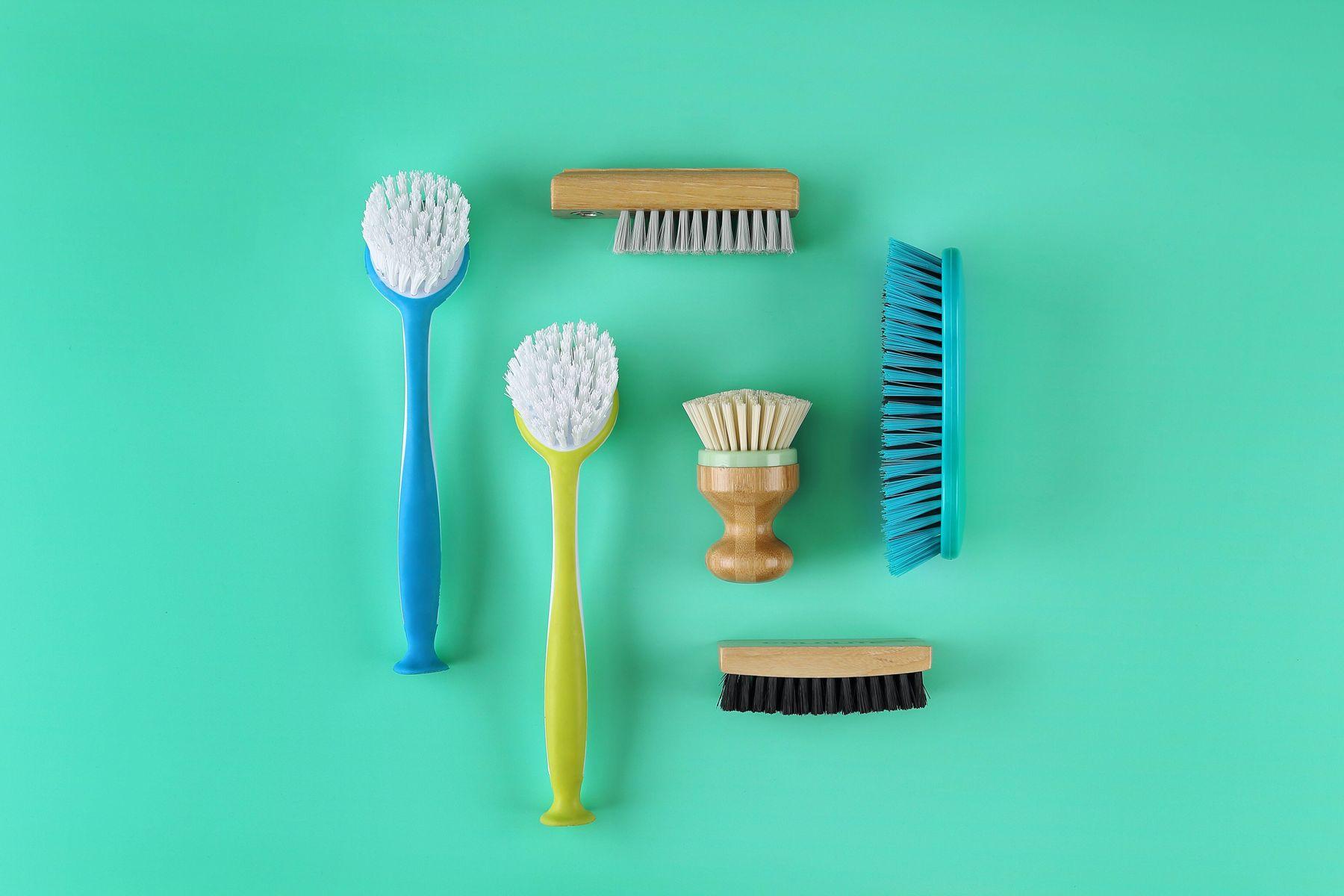 spazzole di varie dimensioni, colori e forme