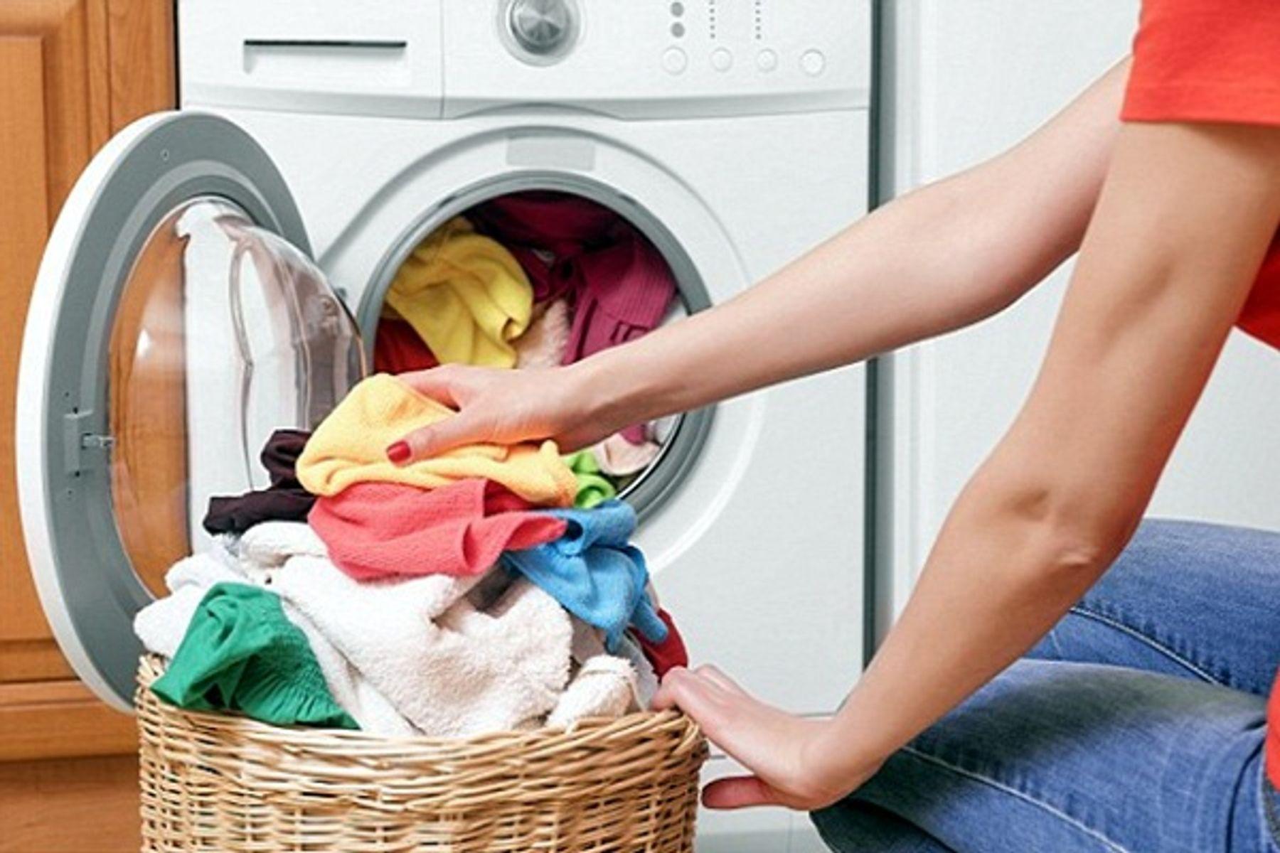 Bí quyết giúp quần áo luôn thơm ngát khi giặt máy