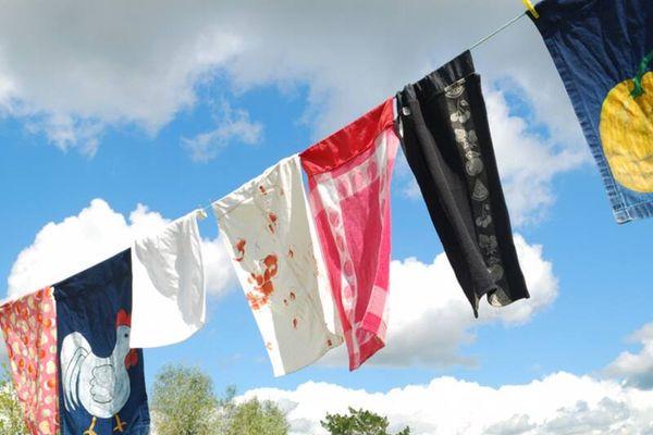 Giặt tranh thêu không bị lem màu, tưởng khó mà dễ