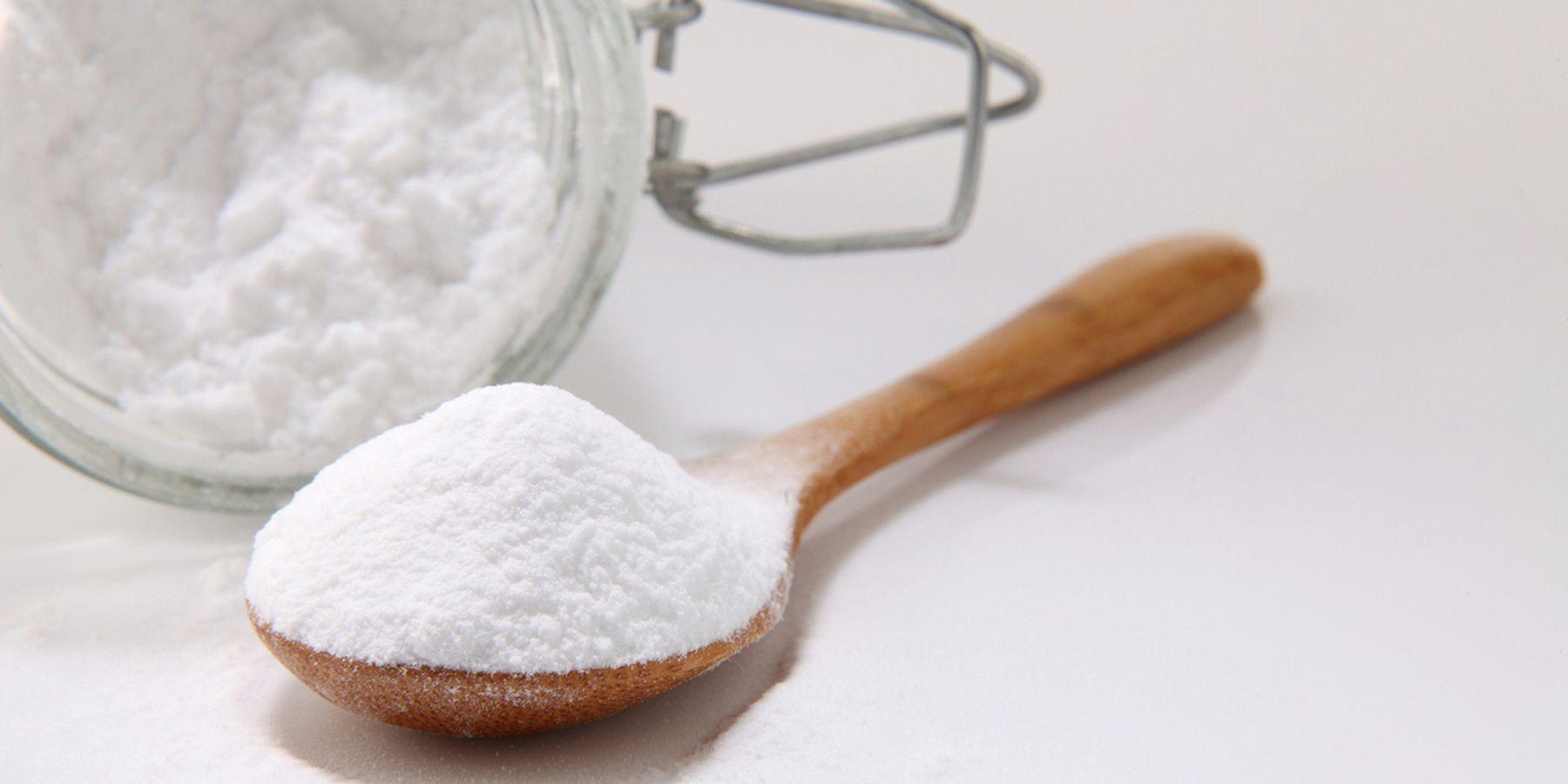 Sử dụng baking soda tẩy vết ố vàng nhà vệ sinh