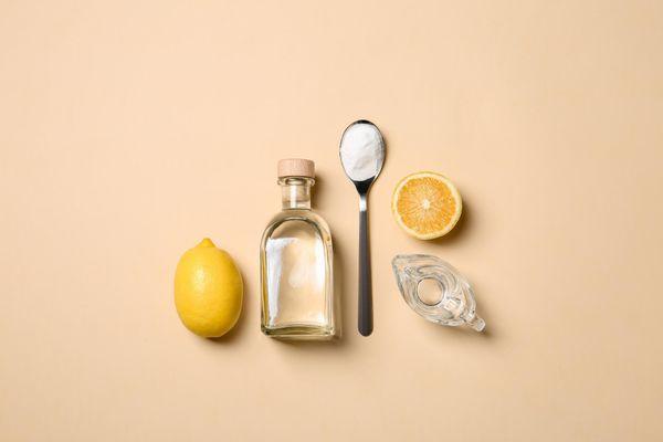 Vinagre, limão e bicarbonato para fazer detergente