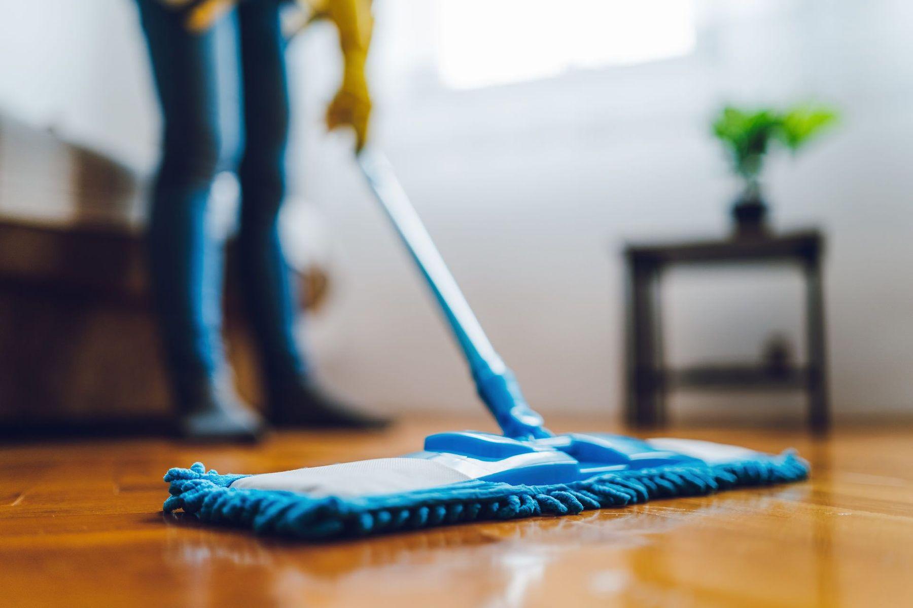 Cách lau nhà sạch bóng - các mẹo thông minh