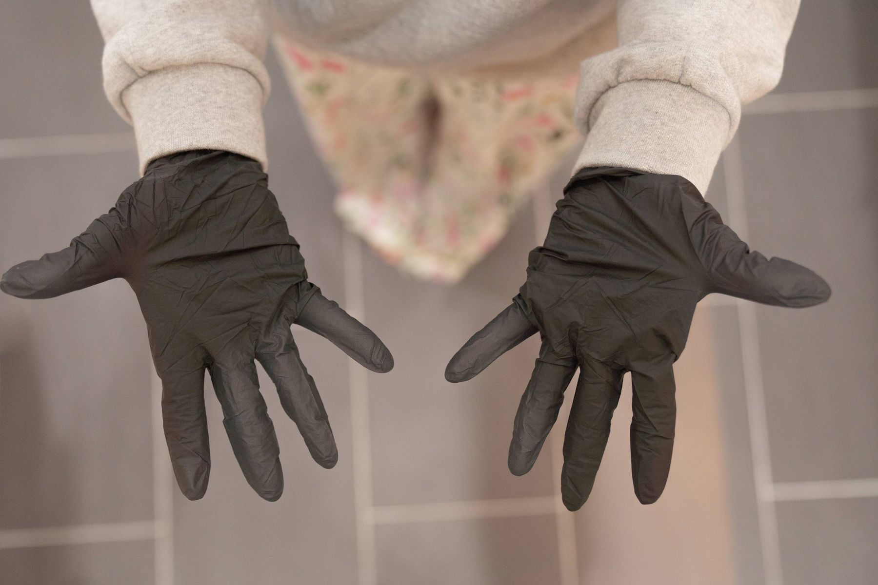 quét bụi thường xuyên ngăn ngừa mùi hôi