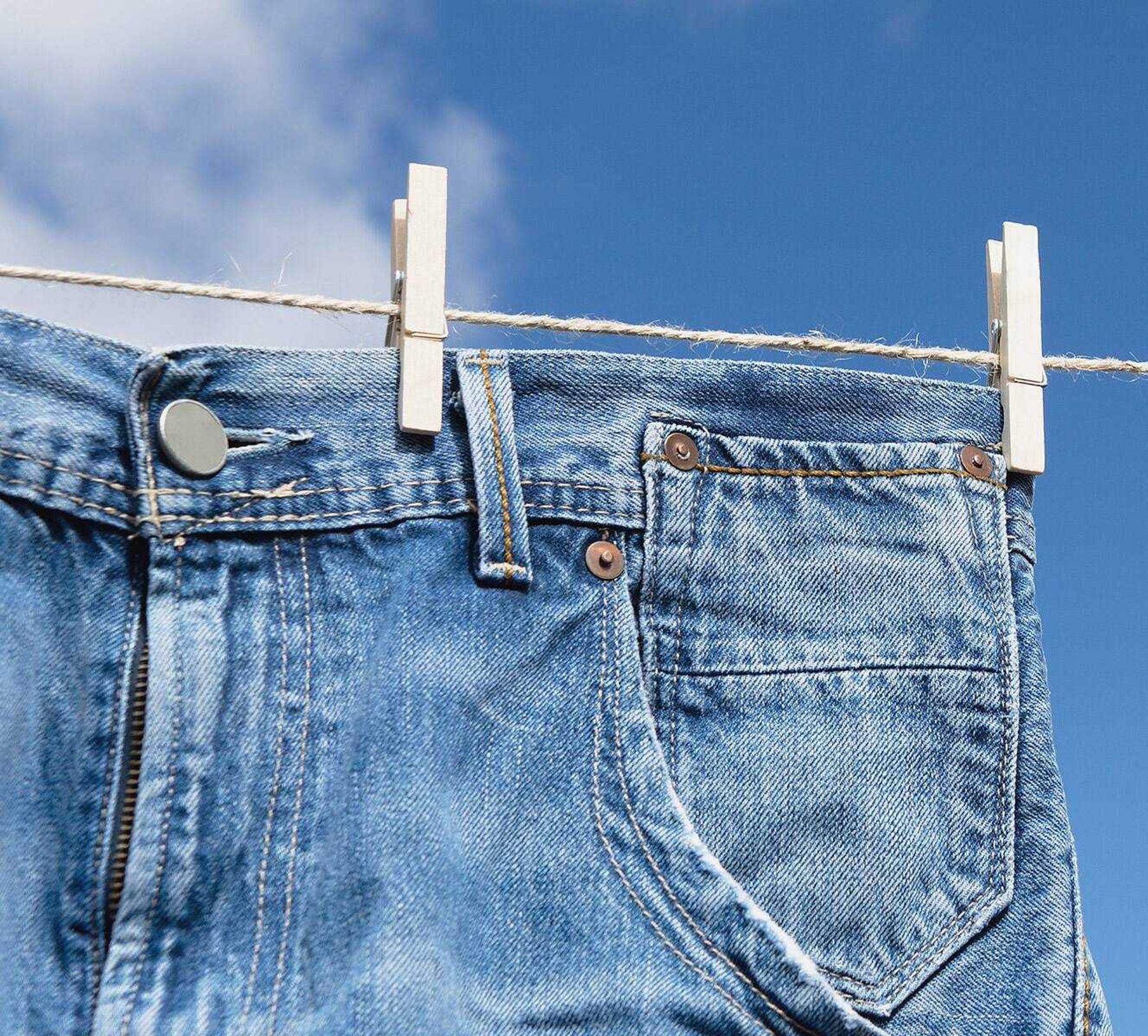 Dùng kẹp phơi quần jean