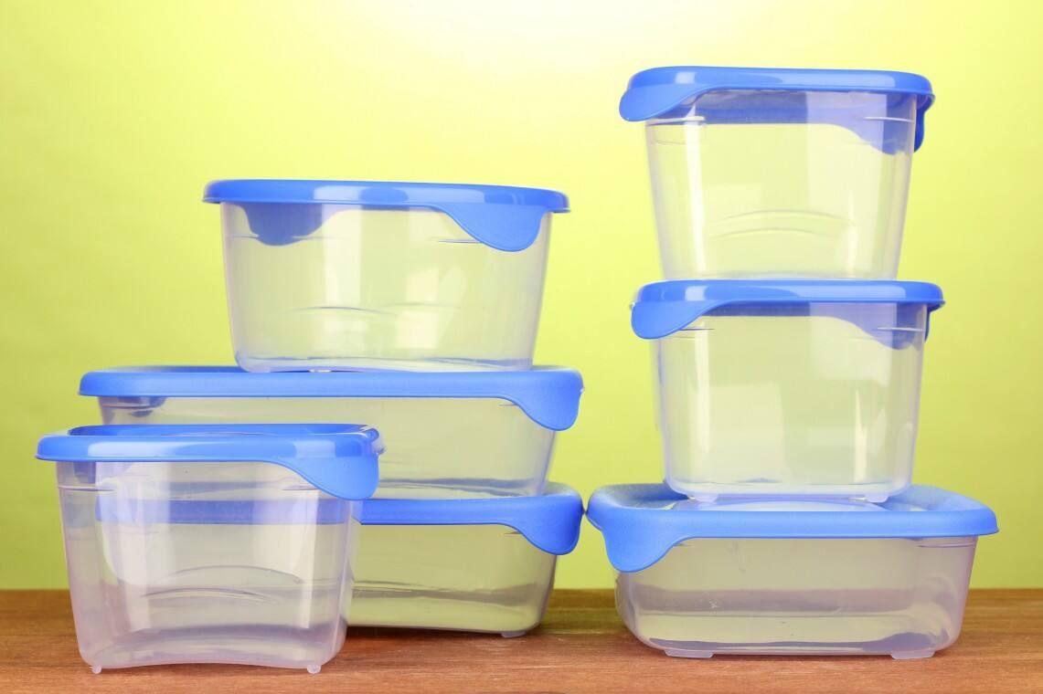 Tại sao bạn nên khử mùi nhựa mới trên chén đĩa, hộp đựng?