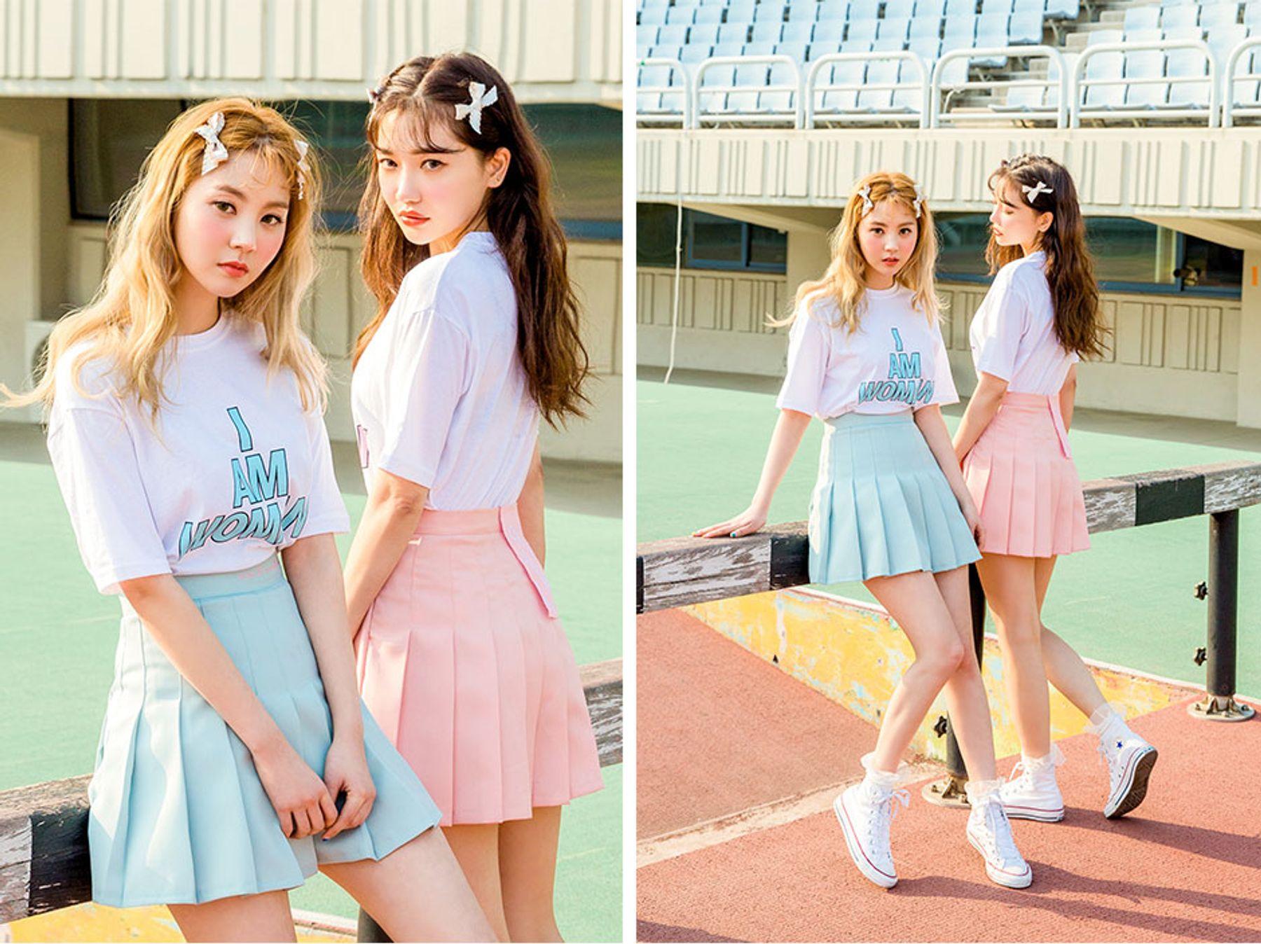 Giày converse cổ cao phối với chân váy tennis và áo thun