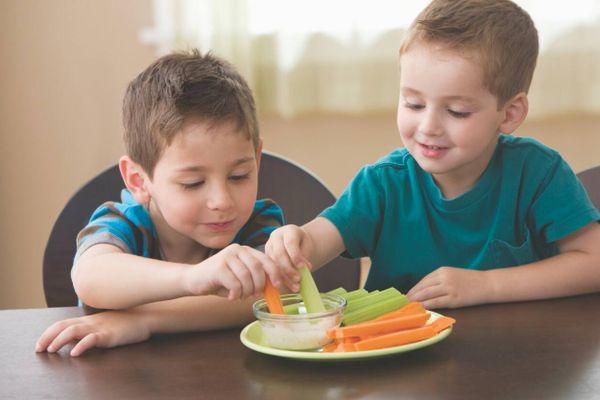 Ngộ độc thực phẩm ở trẻ em: Dấu hiệu và cách xử lý
