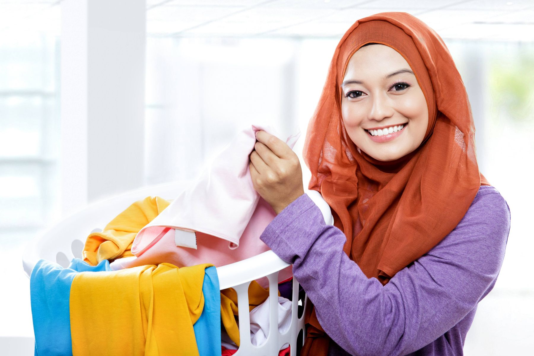 Cara Tepat Mencuci Kerudung Berbagai Bahan dan Model