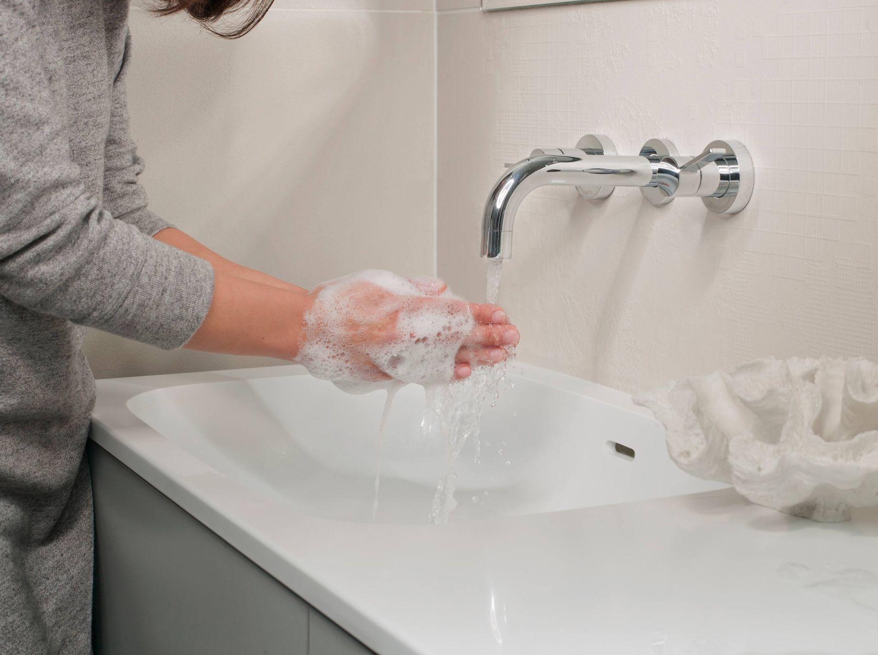 cách diệt kiến bằng xà phòng rửa tay