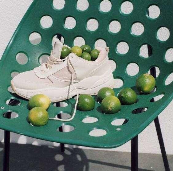 Cách giặt giày thể thao bằng chanh