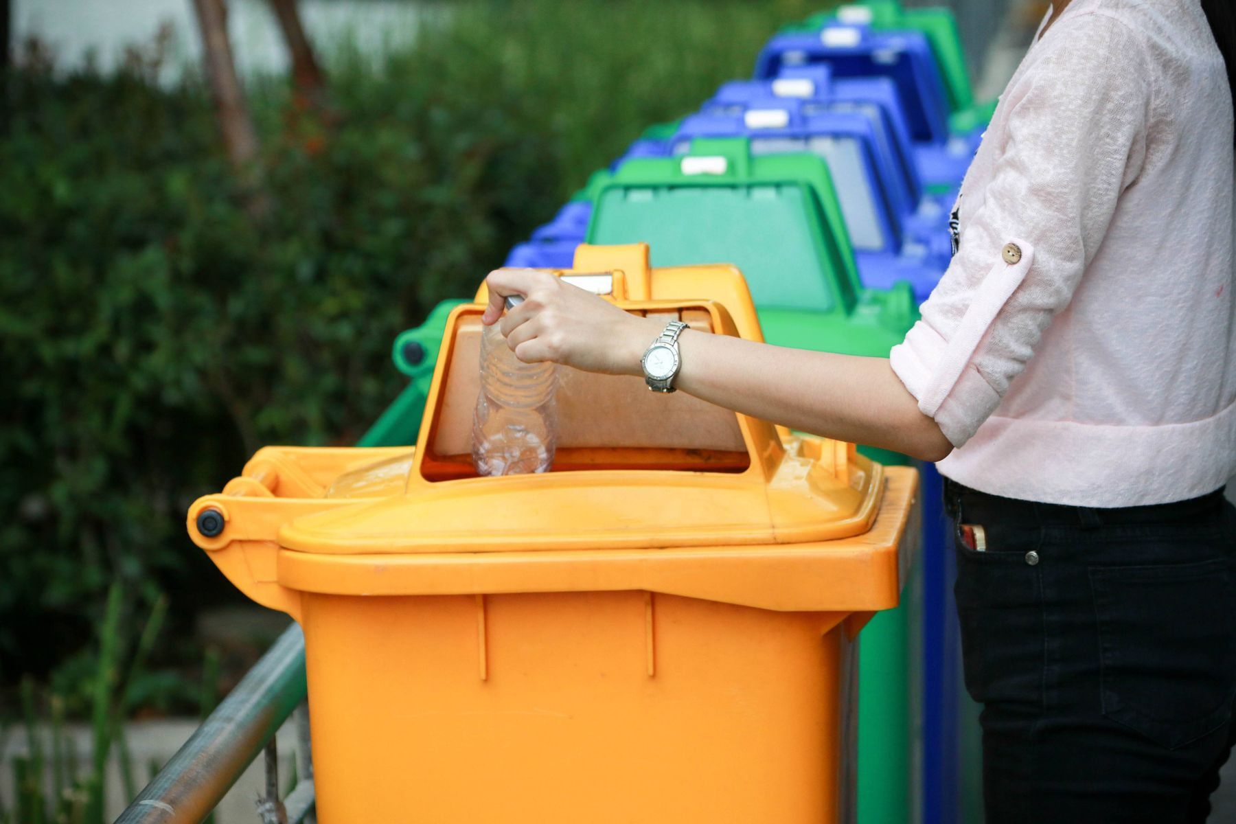 Here are 10 ways in which you can reduce the waste production at your home!