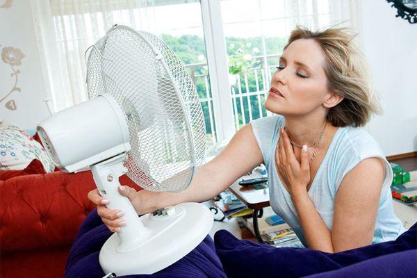 Sử dụng quạt trong ngày nắng nóng có tốt không?
