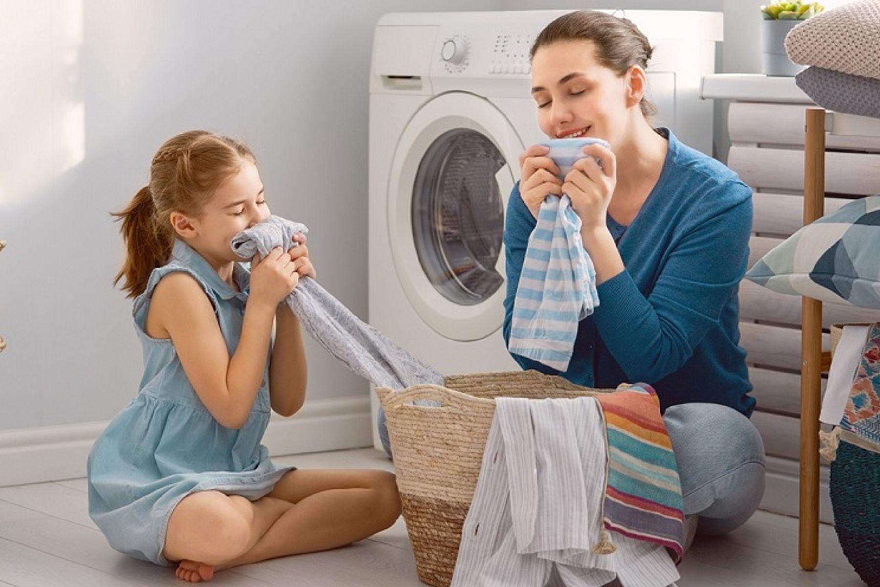 Cách giặt quần áo thơm lâu bằng máy giặt