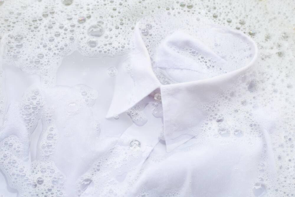 Cara Tepat Mencuci Baju Putih
