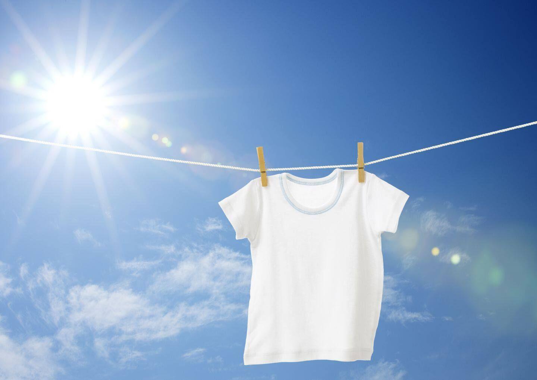 phơi quần áo sau khi giặt xong