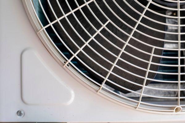 Có nên để cục nóng máy lạnh ngoài trời không?