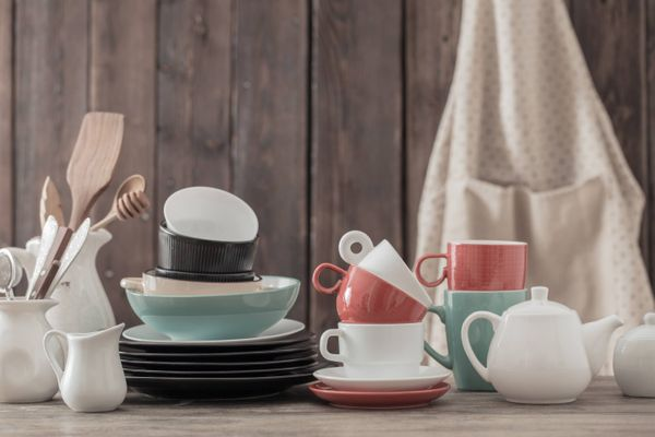 How to Clean Porcelain and Ceramic Crockery | Cleanipedia