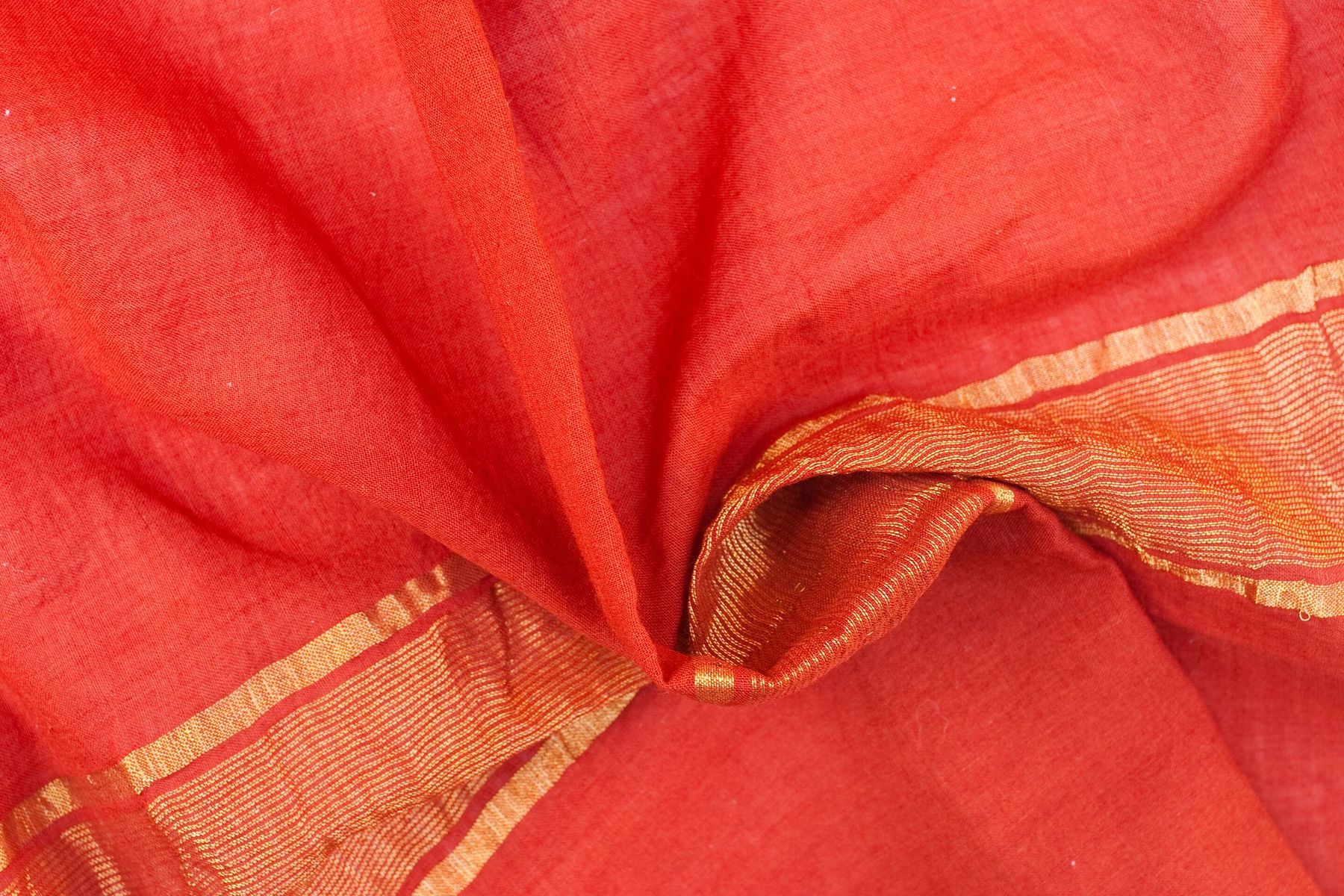 How to Remove Different Types of Stains From Your Cotton Sarees