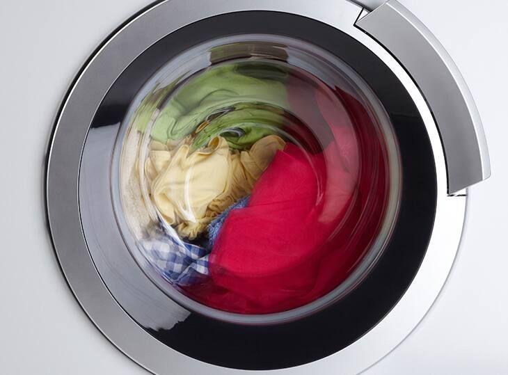 Làm sao để quần áo không ra màu khi giặt và giữ được sắc vải tươi mới?