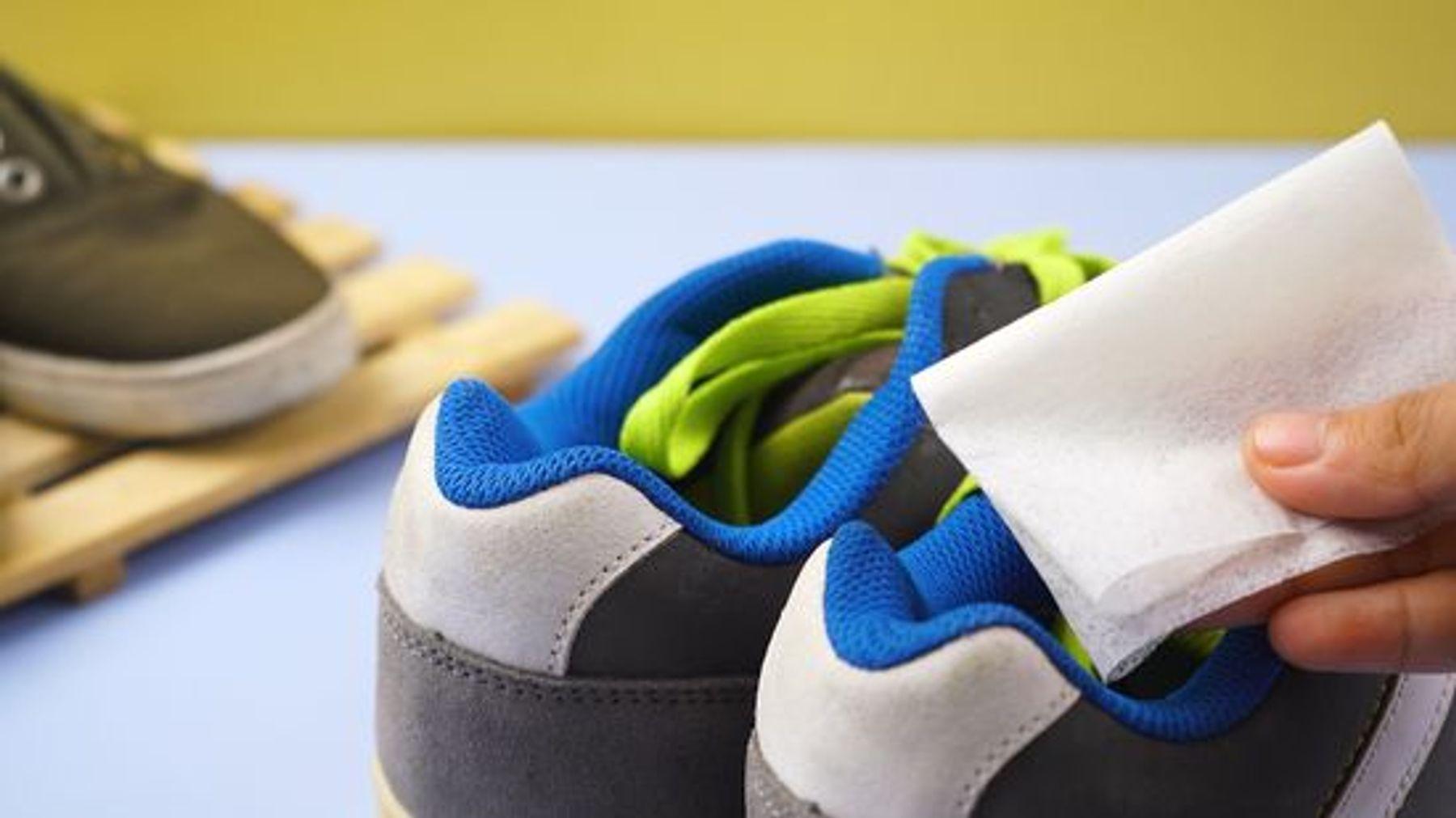Sử dụng giấy thơm khử mùi hôi giày nhanh chóng